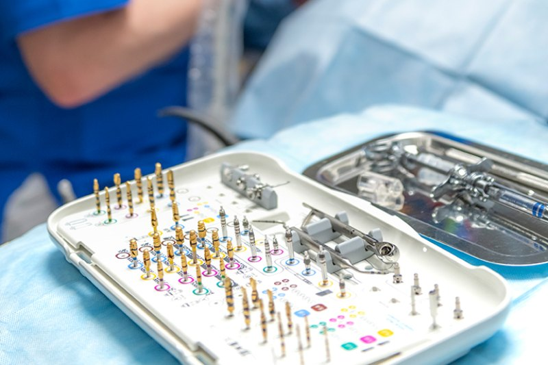 wykonywanie implantologii